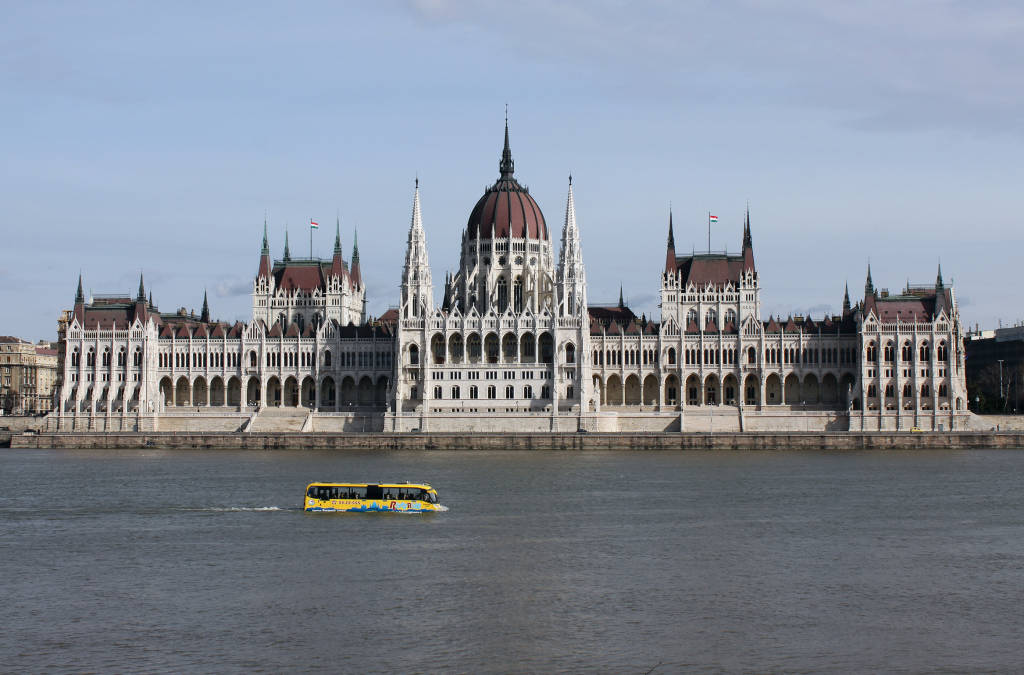 Elfogadták a devizahiteles törvényt, az EU bírósága vizsgálódik