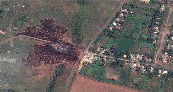 2014. július 20-i műholdfelvétel a Malaysia Airlines malajziai légitársaság szerencsétlenül járt Boeing 777-es utasszállító repülőgépe lezuhanásának helyszínéről.  Fotó: MTI / AP