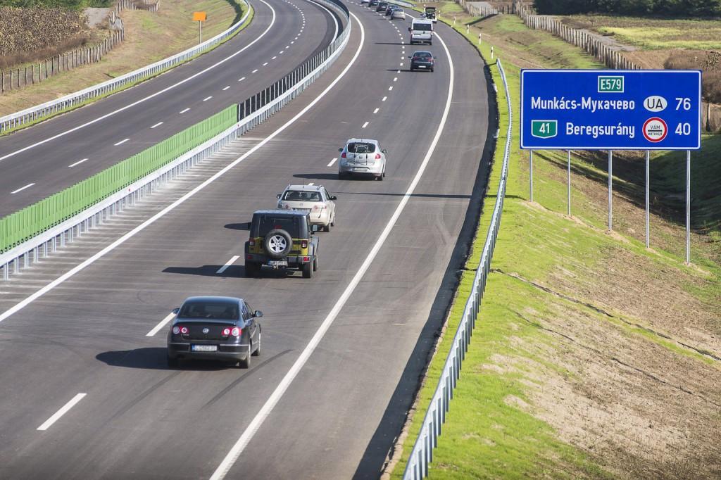 Egy sávra szűkül az M3-as autópálya Hatvannál