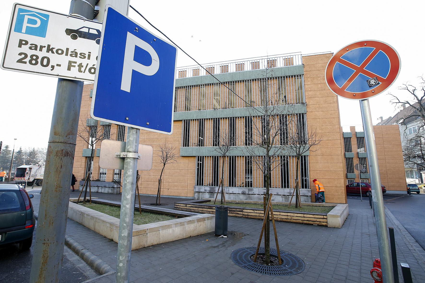 Változik a parkolási rend Egerben