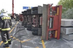 Pénteken felborult egy teherautó az M3-on – Ma dél körül oldották fel az útzárat
