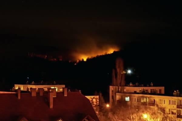 Bréking: Tűz ütött ki egy domboldalon Eger északi határánál – fotó