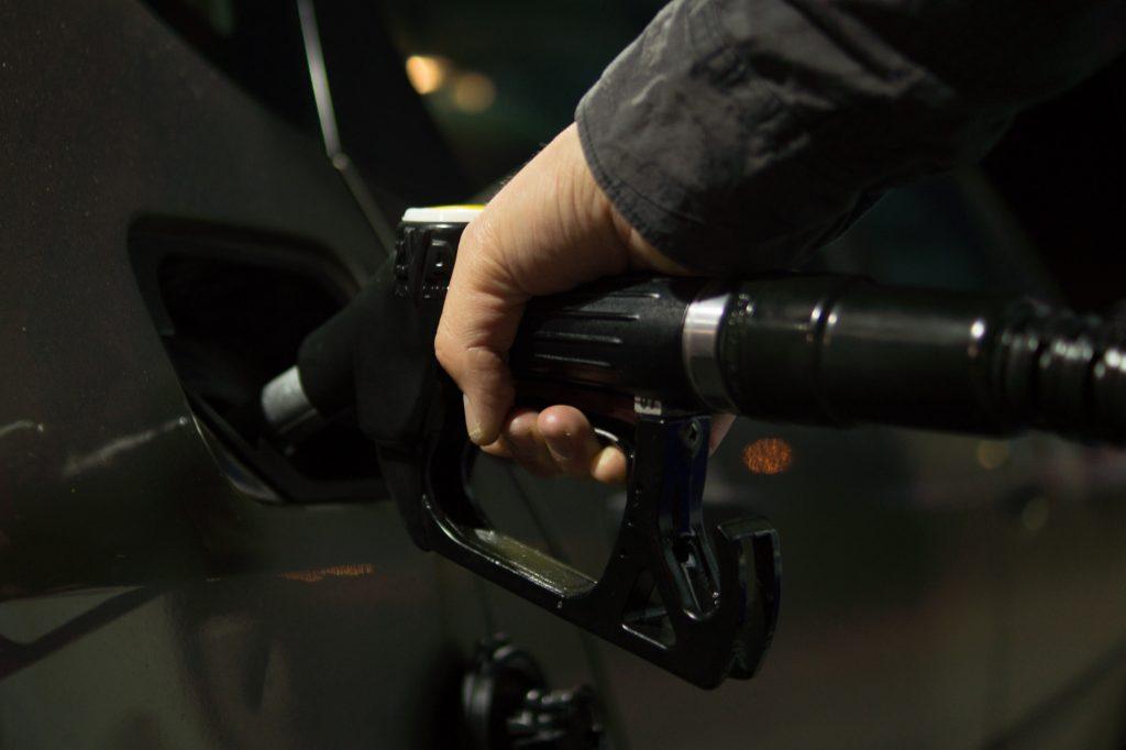 Mostantól drágábban tankolhattok. Archív fotó: EH