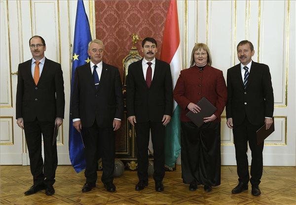 Áder János kinevezte az EKE új rektorát