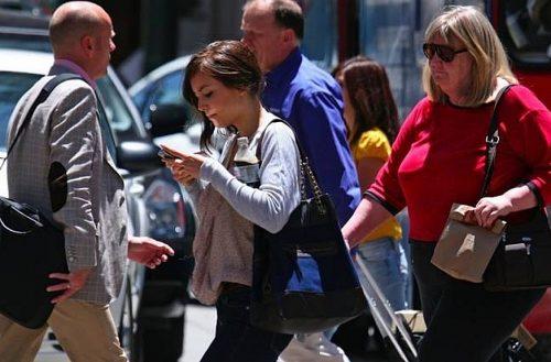 Júniustól olcsóbban nyomkodhatjuk a telefonjainkat. Fotó: pcworld.hu