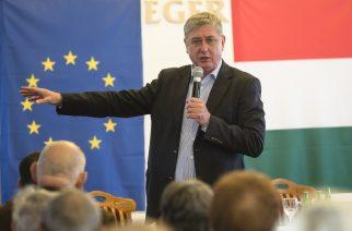 Gyurcsány Ferenc a Hotel Koronában tartott lakossági fórumot - Fotó: Nemes Róbert