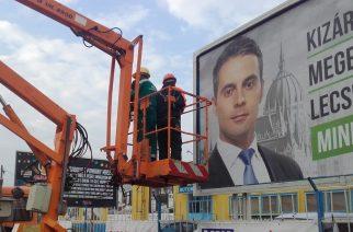 Egerben is leszedik a jogsértő jobbikos plakátokat