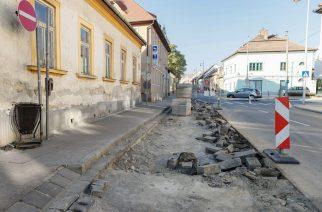Széchenyi utca akna fedlapok cseréje és 2 db autóbuszmegálló átépítése - Fotó: Nemes Róbert