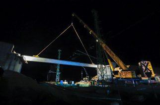 Exkluzív: helyére került az M25-ös út hídgerendája – látványos fotók