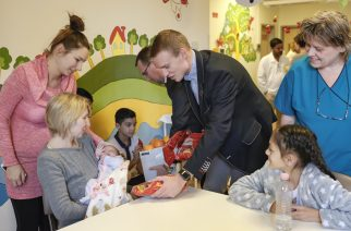 A Fidelitas egri szervezetének Mikulása a kórház Gyermek osztályán járt