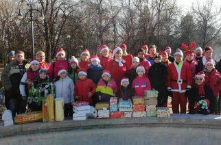 Csaknem 500 gyermek kapott cipősdoboz ajándékot