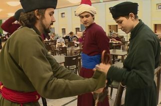 Flash mobbal hirdették az Egri vár Bálint-napi programjait