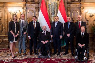 Budapest, 2018. február 22. A Miniszterelnöki Sajtóiroda által közreadott képen Orbán Viktor miniszterelnök (j4) és vendége, Andrew Parsons, a Nemzetközi Paralimpiai Bizottság (IPC) brazil elnöke (j3) az Országházban 2018. február 22-én. A megbeszélésen részt vett Sir Philip Craven, az IPC korábbi elnöke (k), Balog Zoltán, az emberi erõforrások minisztere (j2), Nyitrai Zsolt miniszterelnöki megbízott (b2), Szekeres Pál miniszteri biztos (j), Szabó László, a Magyar Paralimpiai Bizottság elnöke (b3) és Szélesi-Kõvári Ágnes, a Magyar Paralimpiai Bizottság sportigazgatója. MTI Fotó: Miniszterelnöki Sajtóiroda / Botár Gergely