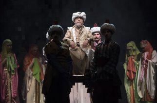 Bodrogi Gyula (középen) Szulejmán szultán szerepében az Egri csillagok című színdarab próbáján a Nemzeti Színházban március 7-én. (MTI Fotó: Szigetváry Zsolt)