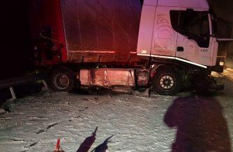 Szalagkorlátot szakított egy kamion az M3-as autópályán