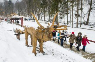 Szilvásvárad, 2018. március 20. A helyreállított Szabadtéri Erdei Múzeum a megnyitó napján a Szalajka-völgyben, Szilvásváradon 2018. március 20-án. A 2017 tavaszán egy havazás miatt csaknem megsemmisült kiállítóhelyet az Egererdõ Zrt. munkatársainak összefogásával, 6 millió forint saját forrásból az eredeti állapotnak megfelelõen helyreállították. MTI Fotó: Komka Péter