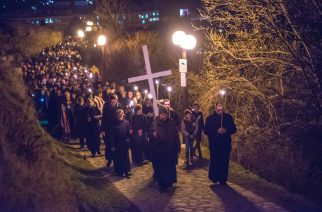 Nagypéntek: Jézus kereszthalálára emlékeztek Egerben is