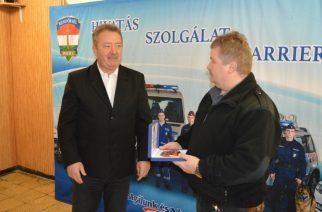 Ládi László kapta a díjat (Fotó: police.hu)