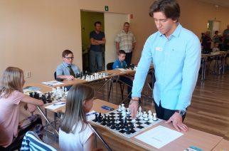 Szimultánnal népszerűsítette a sakkot Gledura Benjamin