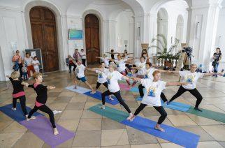 Nemzetközi Jóga Nap: mozgásformával és az indiai kultúrával ismerkedtek
