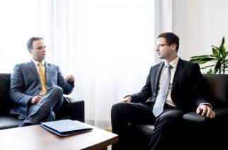 Nyitrai Zsolt miniszterelnöki megbízott és Gulyás Gergely Miniszterelnökséget vezető miniszter (j)
