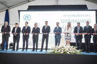 Ünnepélyesen átadták a ZF új gyártócsarnokát