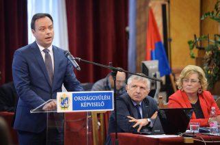 Nyitrai Zsolt, Eger és térsége országgyűlési képviselője az egri közgyűlésben. - Fotó: Lénárt Márton