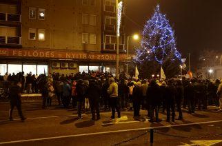 A túlóratörvény ellen tüntettek Egerben szerdán – videó