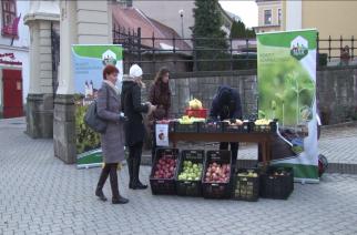 Alma-Állomással népszerűsítette a gyümölcsöt a NAK