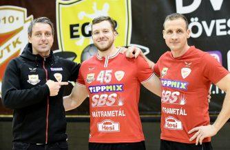 Középen Schmidt Péter irányító, átlövő, a DVTK-Eger újonnan igazolt játékosa (Fotó: Lénárt Márton)