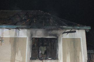 A tűz martalékává vált a ház (Fotó: rendőrség)