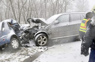 Nyári gumival közlekedett, balesetet okozott