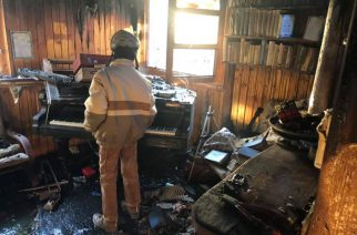 Így szól a zongora a porig égett szarvaskői házban – Videó