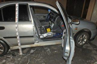 Megrongálta az autót, majd ellopta a rádiót