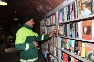 Kukások nyitottak könyvtárat a kidobott könyvekből
