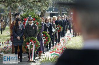 A haza minden előtt: Hőseinkre emlékeztek március 15-én – Galéria