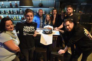 Tortával várták Egerben az AWS zenekart