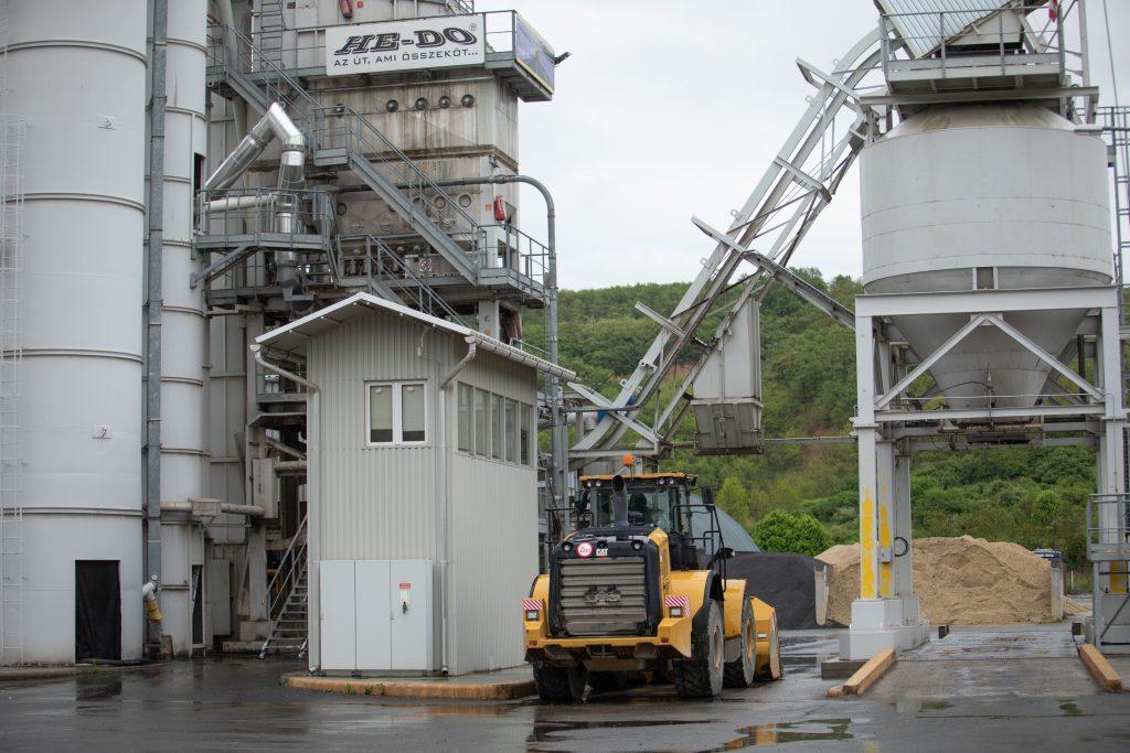 A HE-DO Kft. salgótarjáni és abasári telephelyein működő aszfaltkeverő üzemeinek gyártási kapacitásbővítése